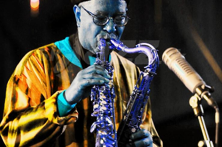 Multi-saxofonista Ari Brown !!!