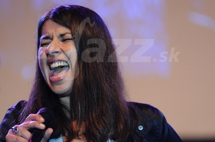 Speváčka Yvonne Sanchez !!!
