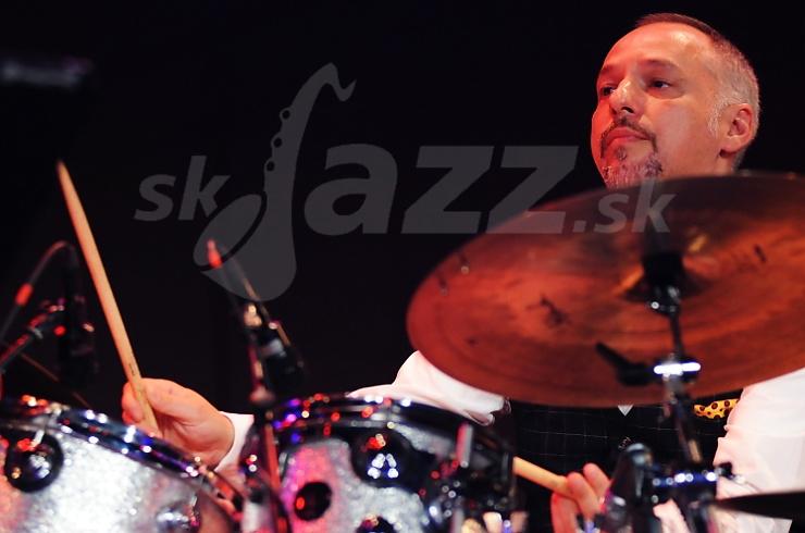 Bubeník Mario Gonzi !!!