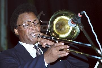 Opustila nás trombónová jazzová legenda !!!